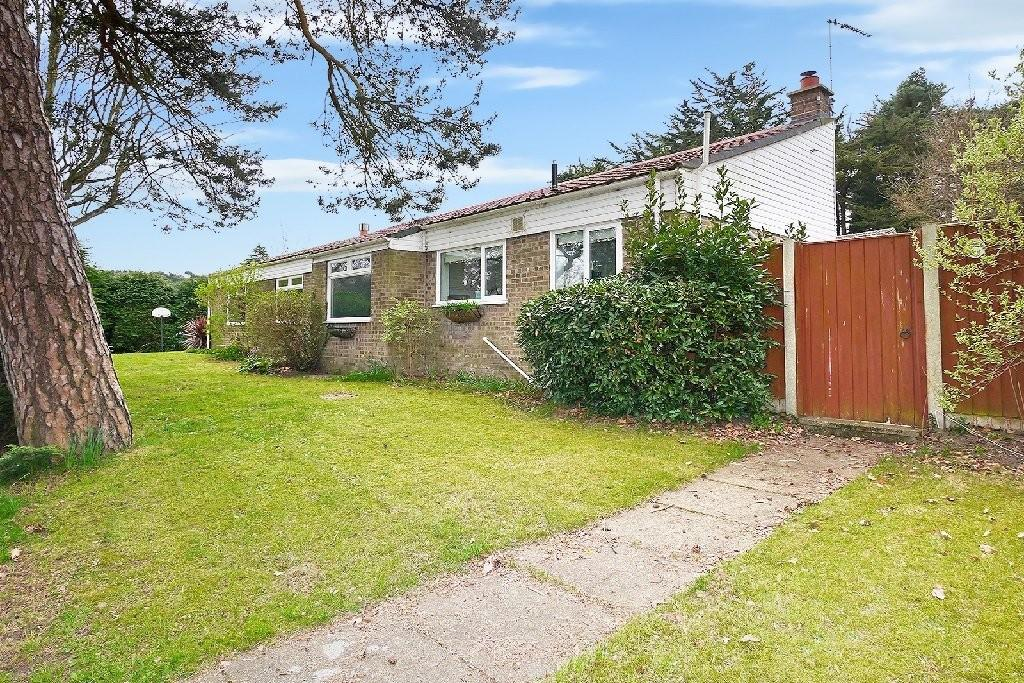 3 Bedrooms Detached Bungalow for sale in Priory Close, St. Olaves, Great Yarmouth