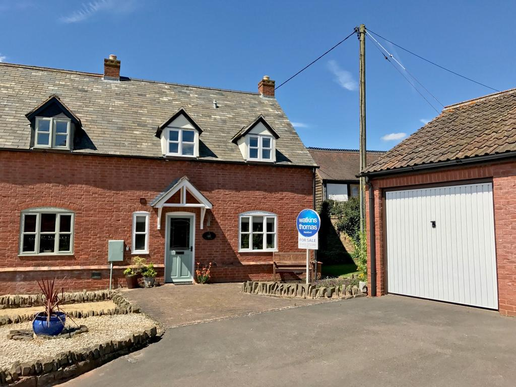 3 Bedrooms Semi Detached House for sale in Little Dell, Kingstone, Hereford, HR2
