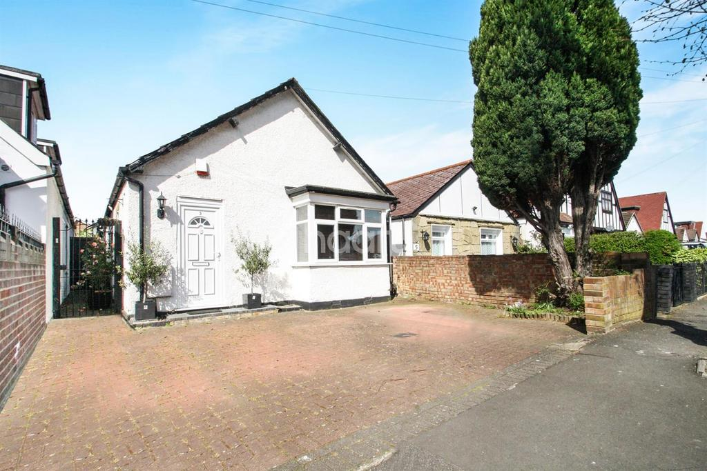 3 Bedrooms Detached House for sale in Greenford