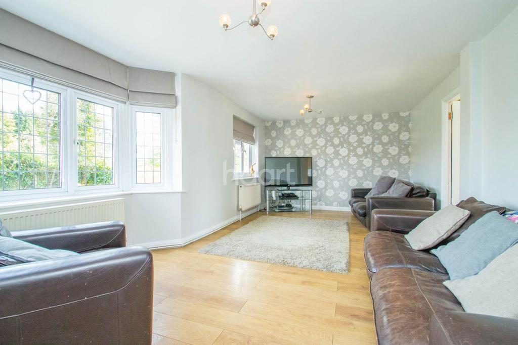 5 Bedrooms Semi Detached House for sale in Leighfields, Thundersley