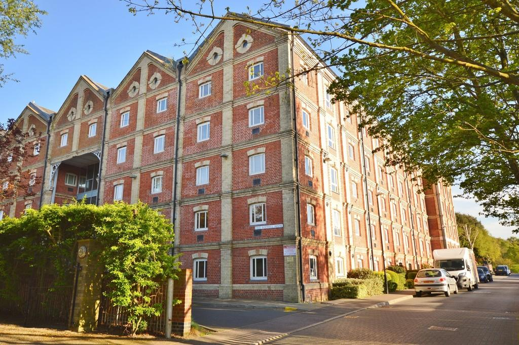 2 Bedrooms Apartment Flat for sale in School Lane, Mistley, Manningtree