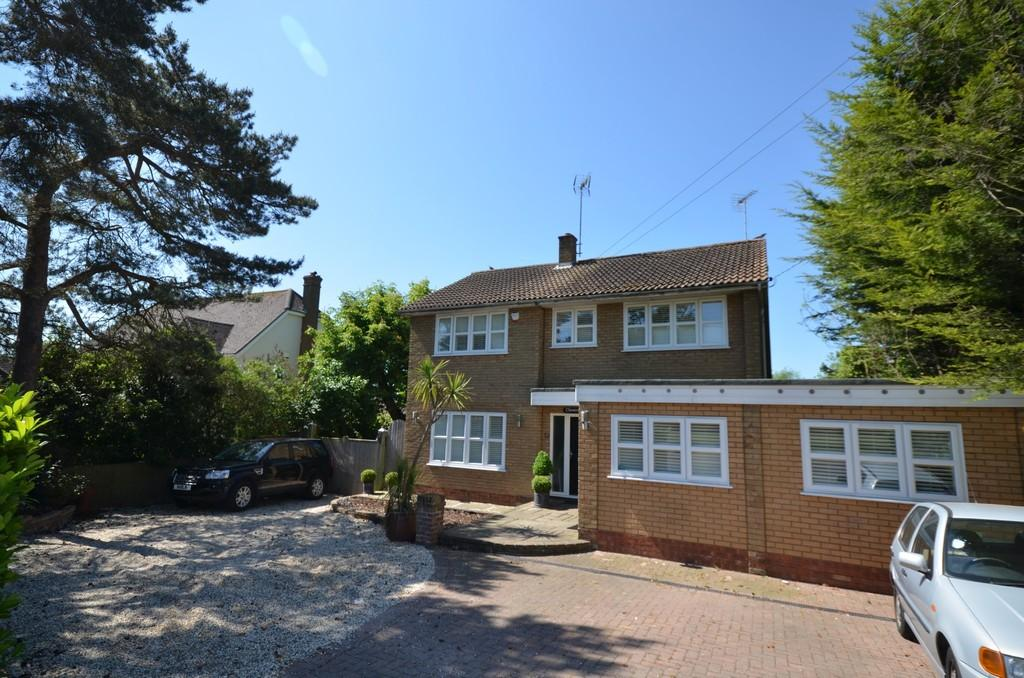 5 Bedrooms Detached House for sale in Kelvedon Road, Tiptree