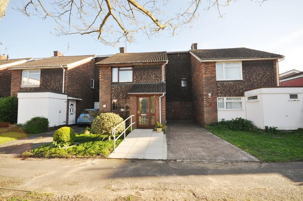 3 Bedrooms Terraced House for sale in Durham Square, Colchester, CO1 2RS