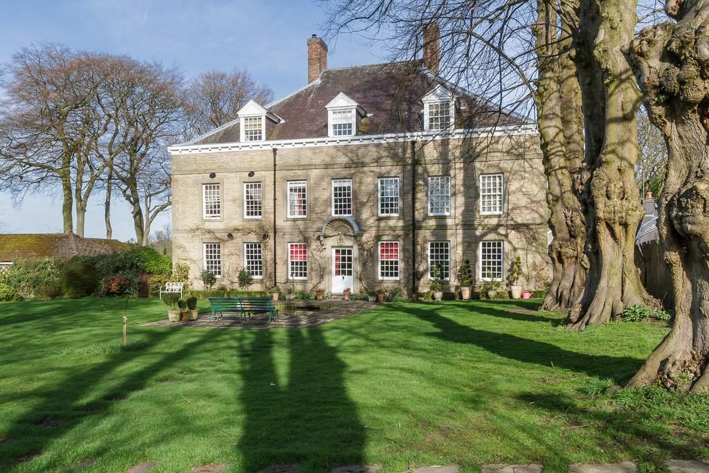 3 Bedrooms Town House for sale in Langley, Macclesfield