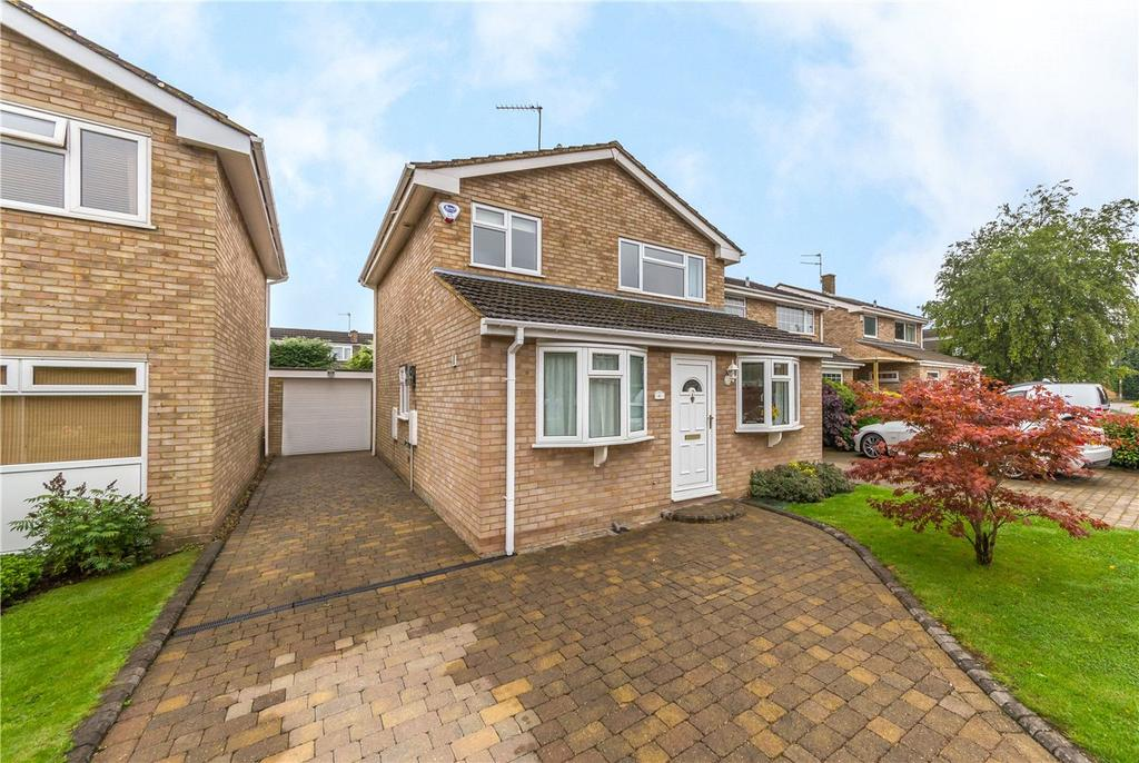 3 Bedrooms Detached House for sale in Maple Way, Kensworth, Dunstable, Bedfordshire