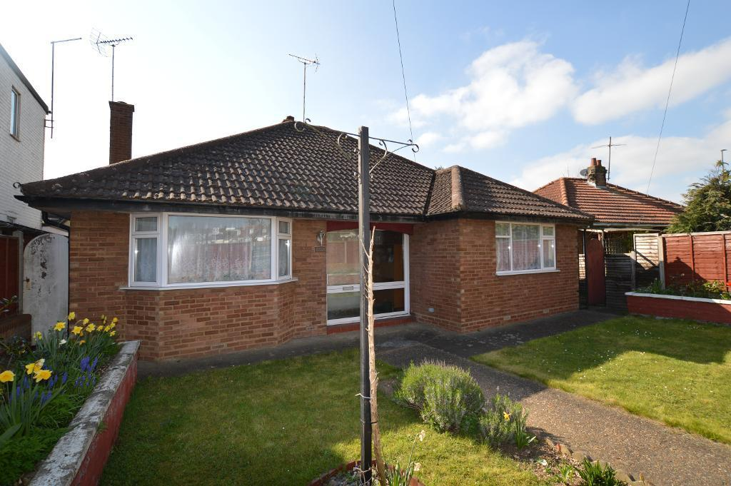 2 Bedrooms Detached Bungalow for sale in Barton Road, Luton, LU3 2BN