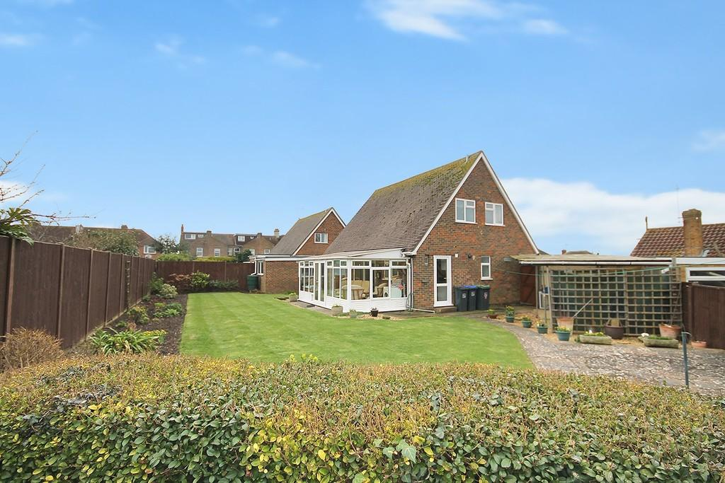 3 Bedrooms Chalet House for sale in Caron Close, Lancing, BN15 8BU