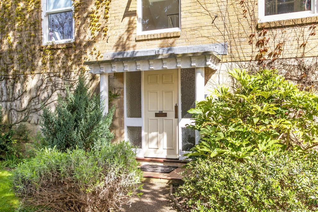 2 Bedrooms Apartment Flat for sale in Barnes Close, Winchester, SO23