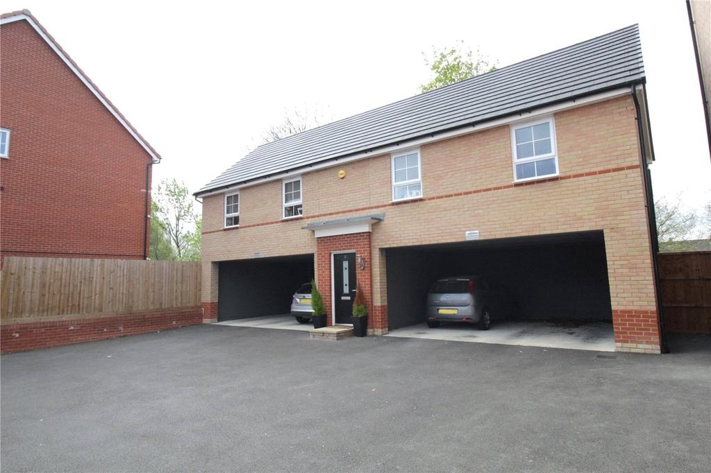 2 Bedrooms Maisonette Flat for sale in Broadhurst Place, Basildon, Essex, SS14