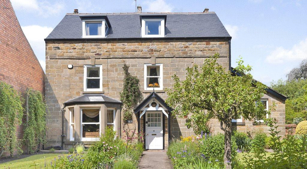 4 Bedrooms Detached House for sale in Scalby, Near Scarborough, North Yorkshire, YO13