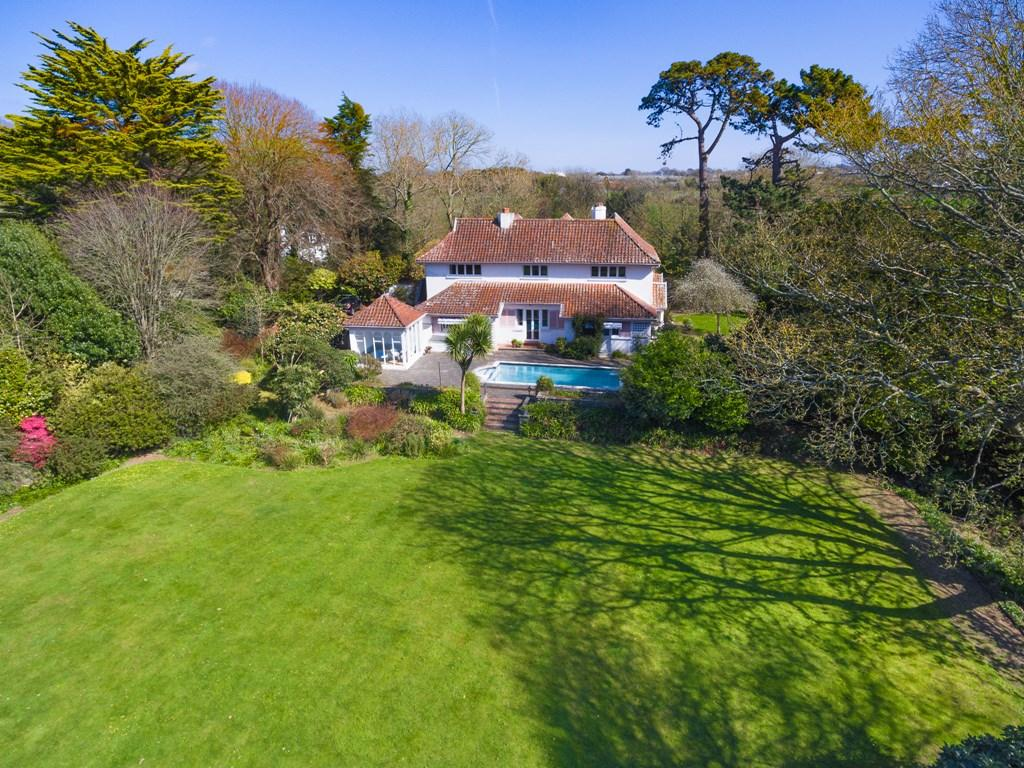 6 Bedrooms Detached House for sale in Monnaie Road, St. Andrew, Guernsey