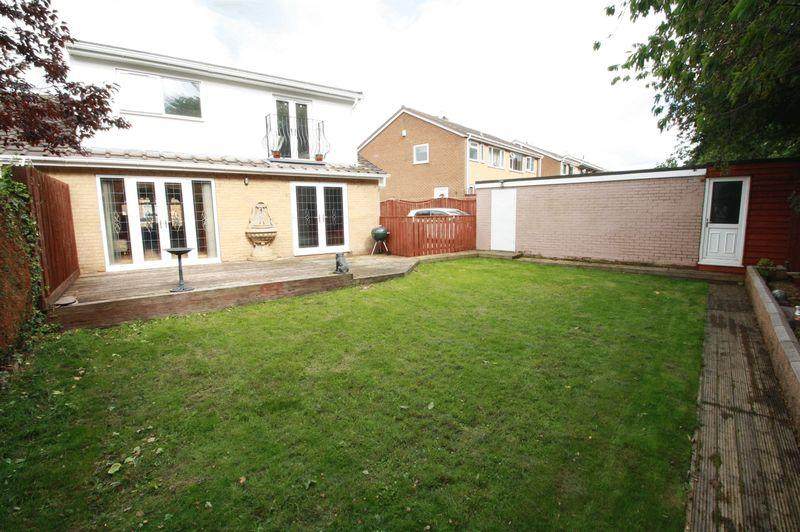 3 Bedrooms Semi Detached House for sale in Larkspur Road, Marton, Middlesbrough, TS7 8RL