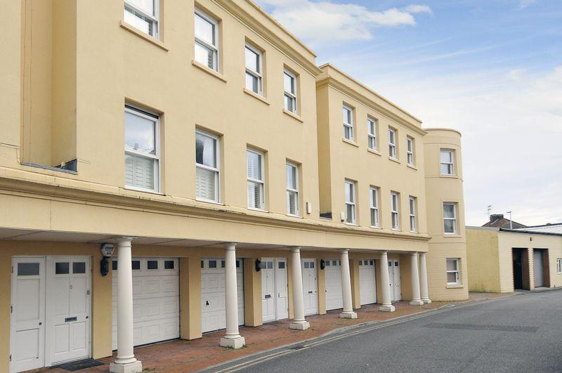 3 Bedrooms Terraced House for sale in Amelia Crescent, Worthing
