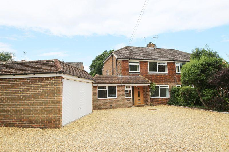 3 Bedrooms Semi Detached House for sale in New Park Road, Cranleigh