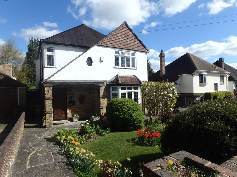 3 Bedrooms Detached House for sale in Downs Wood, Epsom