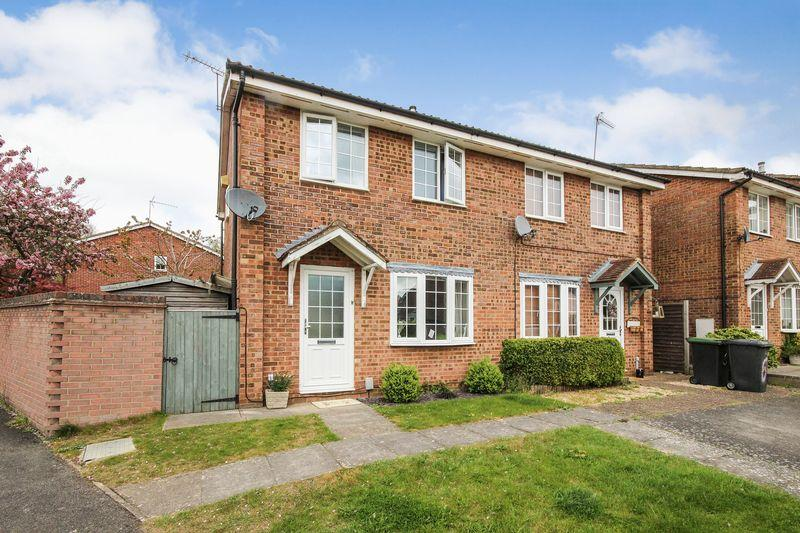 3 Bedrooms Semi Detached House for sale in Farm Close, Ampthill
