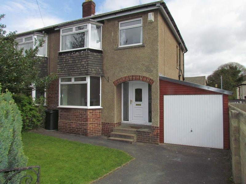 3 Bedrooms Semi Detached House for sale in Heaton Crescent, Bingley