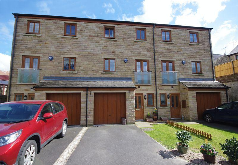 4 Bedrooms Town House for sale in Holybrook Court, Holywell Green, HX4 9BL