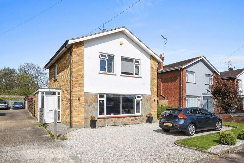 3 Bedrooms Detached House for sale in Woodgrange Drive, Thorpe Bay
