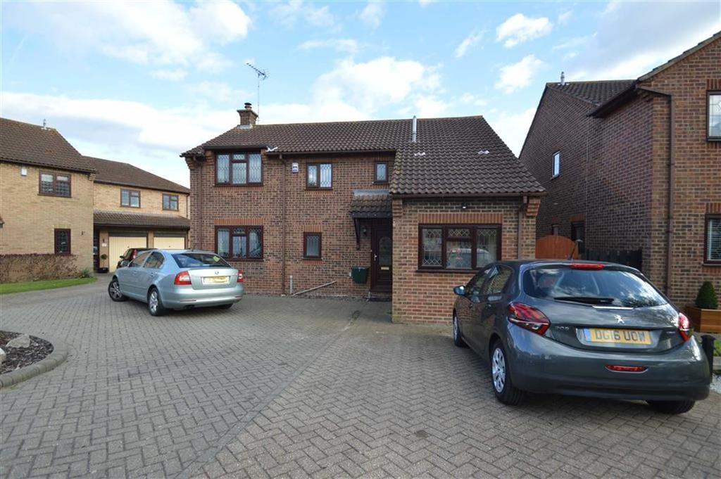 4 Bedrooms Detached House for sale in Ashworths, Ashingdon, Essex