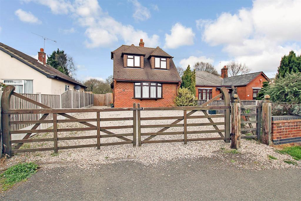2 Bedrooms Detached House for sale in Pilgrims Hatch, Hatch Road, Brentwood