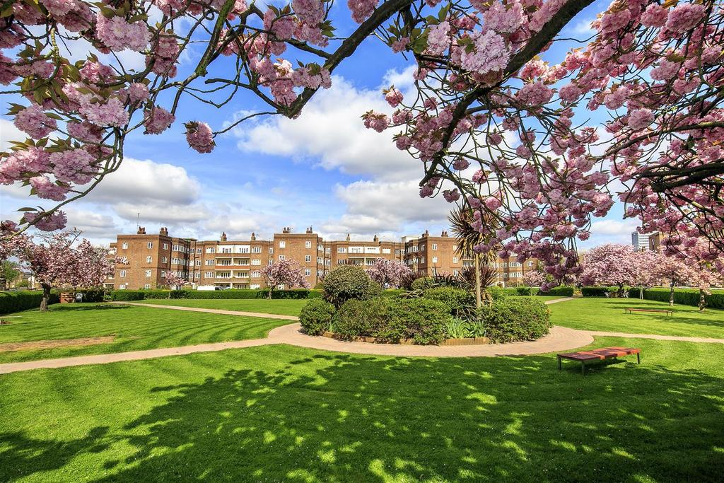 3 Bedrooms Apartment Flat for sale in Chiswick Village, London