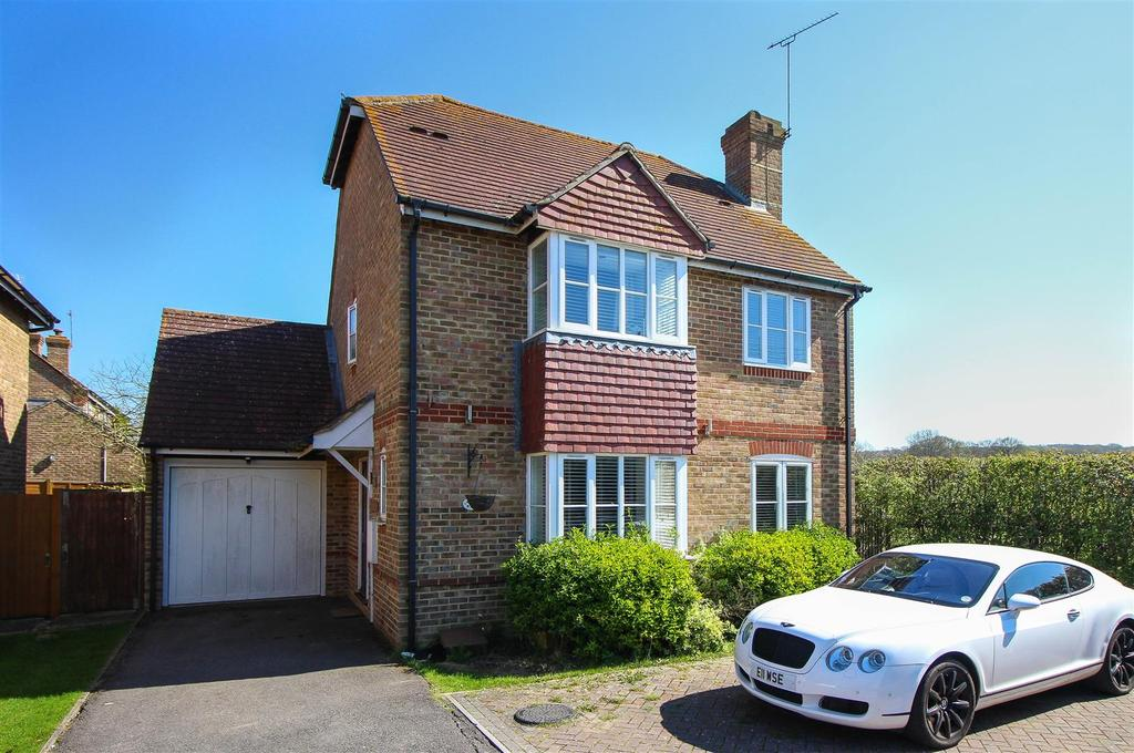 4 Bedrooms Detached House for sale in Blackmores, Wivelsfield Green