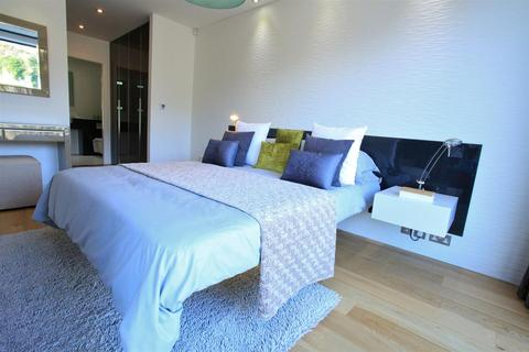 2 bedroom penthouse for sale - Chepstow