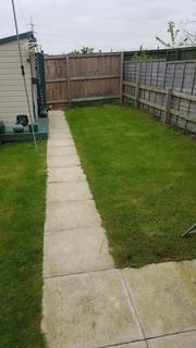 3 bedroom terraced house to rent - Fryston Court, Brampton Bierlow, Rotherham S63 6GE