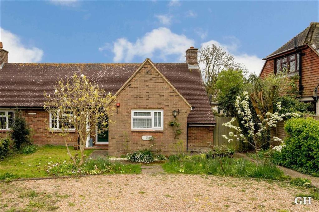 2 Bedrooms Semi Detached Bungalow for sale in Hamstreet Road, Ruckinge, Kent