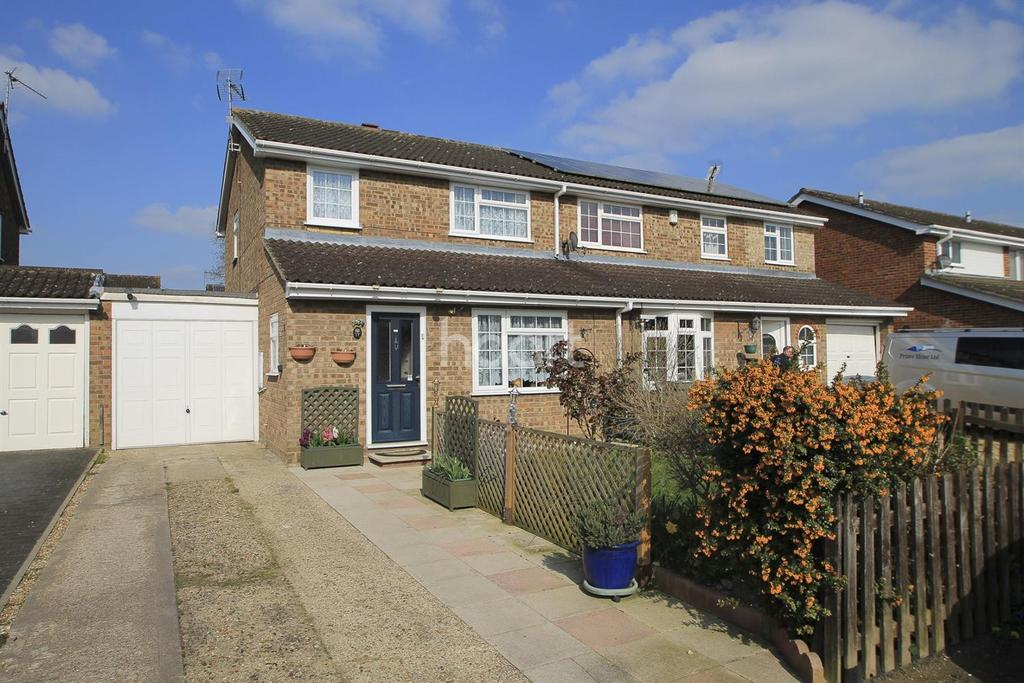 3 Bedrooms Semi Detached House for sale in Galloway Close, Bletchley