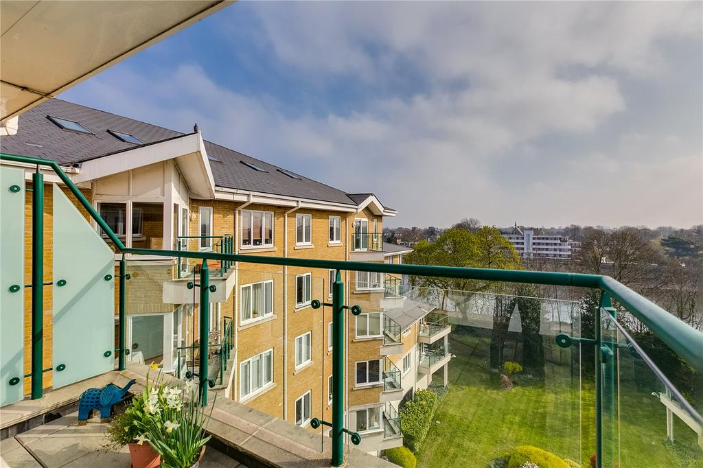 2 Bedrooms Flat for sale in Birchgrove House, 4 Strand Drive, Kew, Surrey