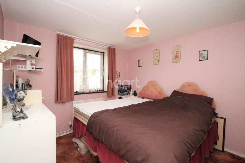 3 Bedrooms Terraced House for sale in South Crockerford, Basildon