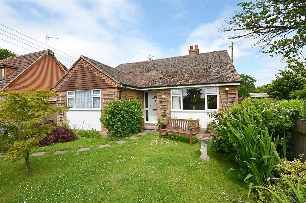 3 Bedrooms Bungalow for sale in Redbrook Street, Woodchurch