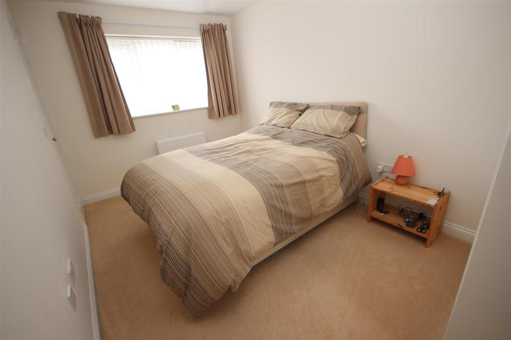 3 Bedrooms Semi Detached House for sale in Larpool Close, Trinity Square, Hartlepool