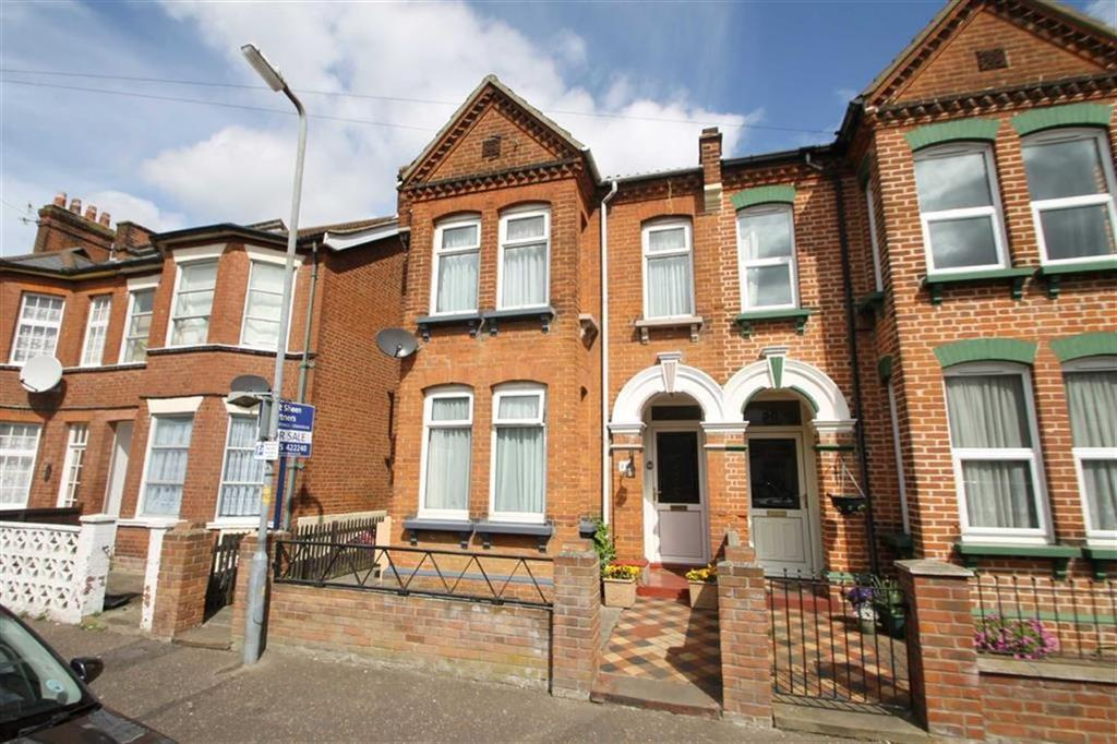 4 Bedrooms Semi Detached House for sale in St Andrews Road, Clacton-on-Sea