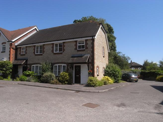2 Bedrooms End Of Terrace House for sale in Chanctonbury Court, Church Street, Storrington RH20