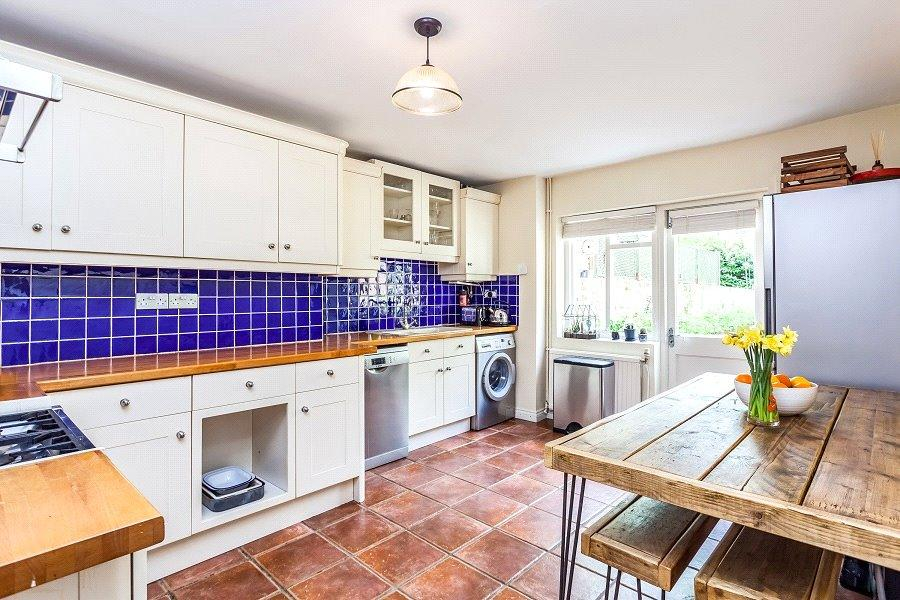 3 Bedrooms Maisonette Flat for sale in Yonge Park, Finsbury Park, London, N4
