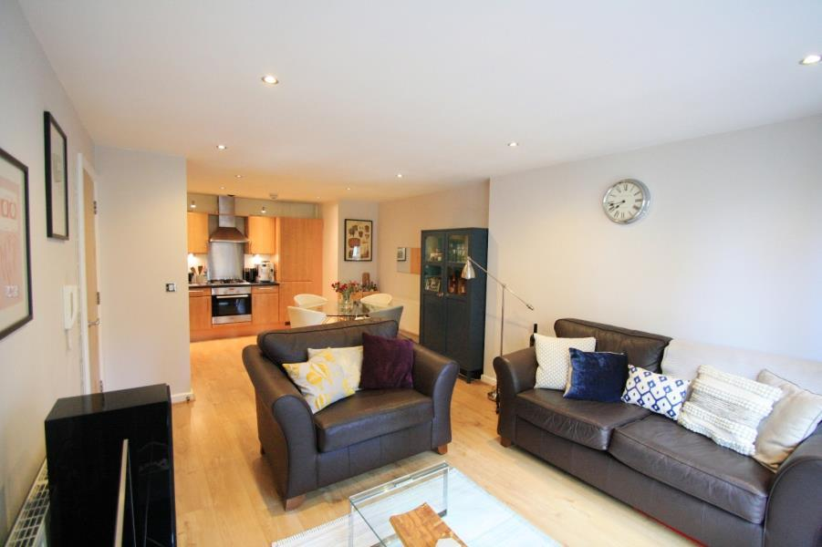 2 Bedrooms Flat for sale in ST JAMES QUAY, 4 BOWMAN LANE, LEEDS, LS10 1HG