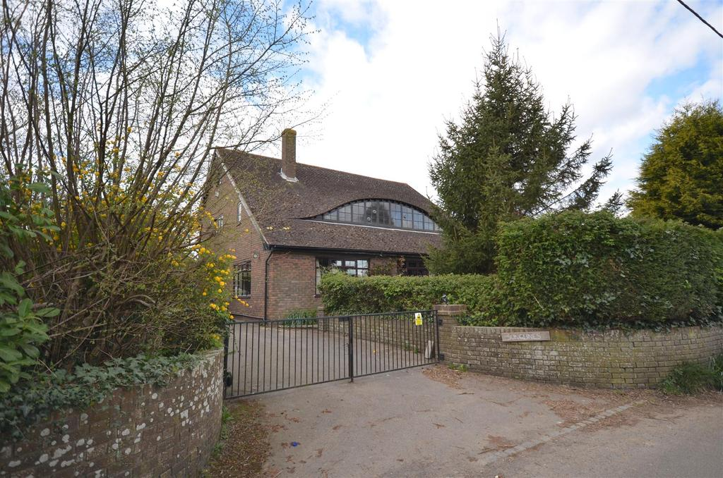 5 Bedrooms Detached House for sale in Fourteen Acre Lane, Three Oaks, Hastings