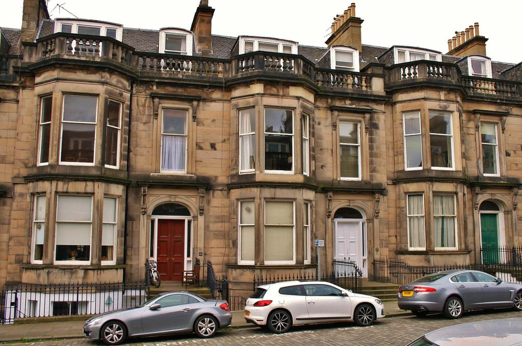 2 Bedrooms Flat for sale in 25B Coates Gardens, West End, Edinburgh EH12 5LG