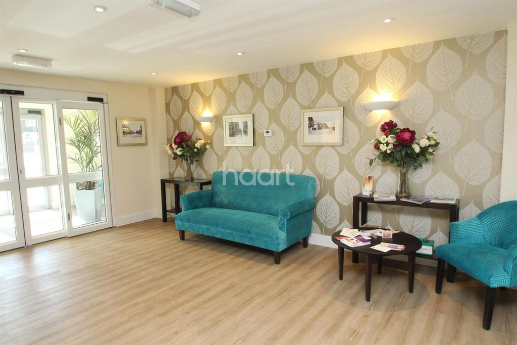 1 Bedroom Flat for sale in Fleet