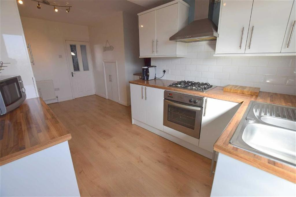 2 Bedrooms Terraced House for sale in Kathleen Grove, Grimsby, North East Lincolnshire