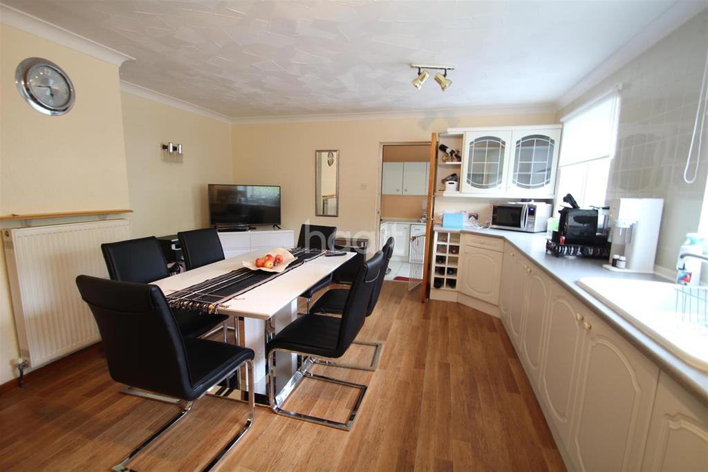 3 Bedrooms Bungalow for rent in Station Road - Wendling