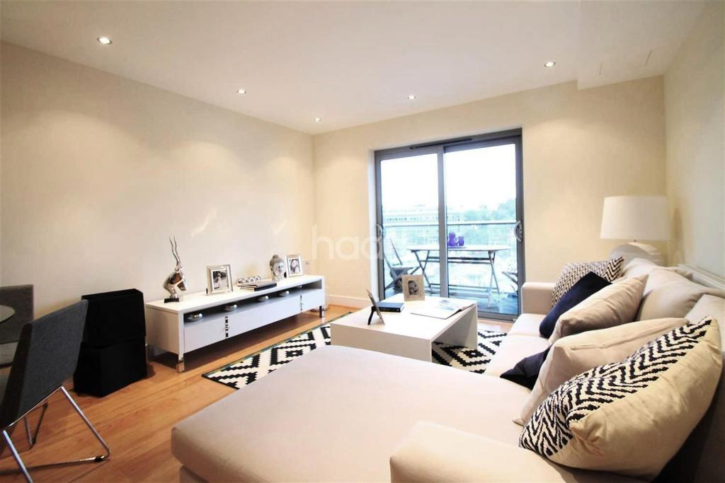 2 Bedrooms Flat for sale in Central Farnborough