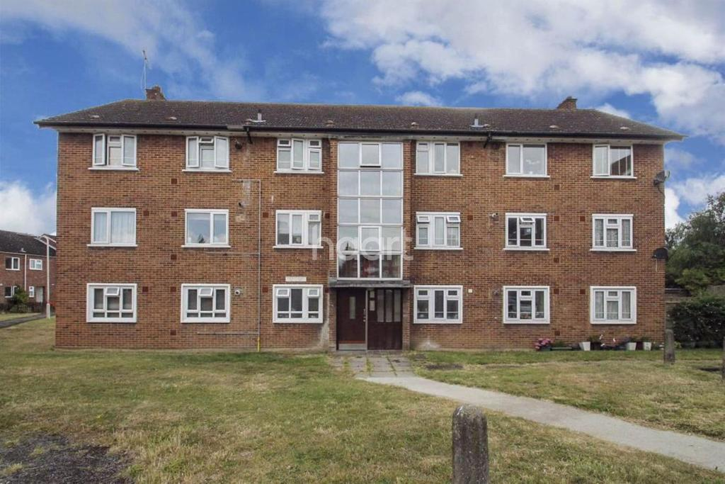 3 Bedrooms Flat for sale in Suffolk Court, Suffolk Road, Ilford, Essex