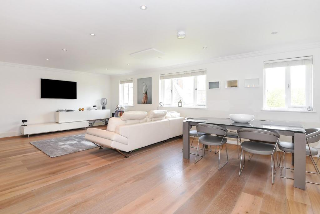 3 Bedrooms Flat for sale in Crediton Hill, West Hampstead, NW6