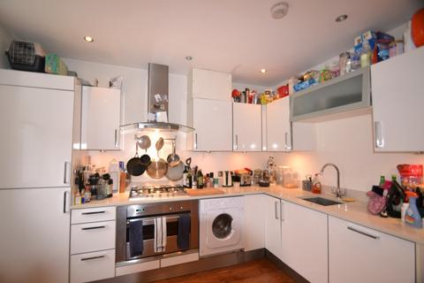 2 bedroom flat to rent - Haldon Road, Putney SW18
