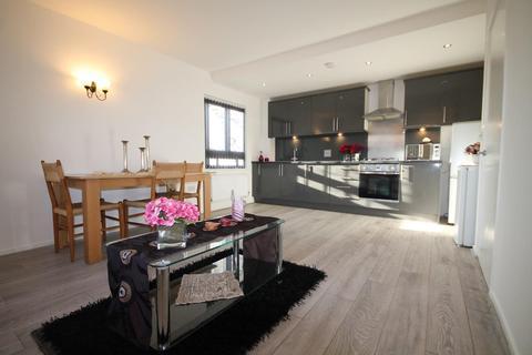 2 bedroom flat to rent - Fuscia Court, Elvedon Road, Feltham, TW13