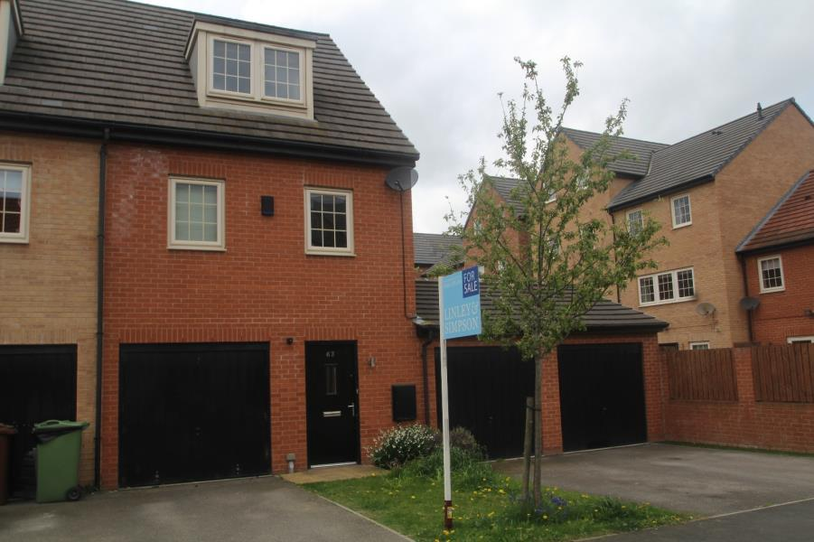 4 Bedrooms Town House for sale in MADISON CLOSE, ACKWORTH, PONTEFRACT, WF7 7BP